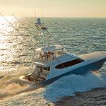Hatteras GT70 Starboard Running