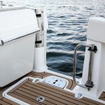 Boston Whaler 320 Vantage Port Door