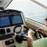 Boston Whaler 320 Vantage Helm