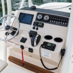 Boston Whaler 210 Montauk Helm