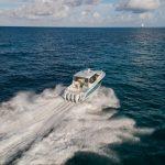 Boston Whaler 405 Conquest Running