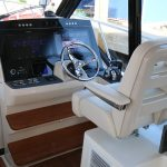 Boston Whaler 405 Conquest Helm