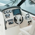 Boston Whaler 270 Vantage Helm