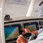 Boston Whaler 270 Dauntless Helm