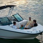 Boston Whaler 230 Vantage Lifestyle