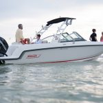 Boston Whaler 230 Vantage Running