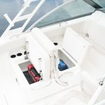 Boston Whaler 230 Vantage Stowage