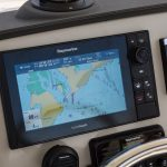 Boston Whaler 230 Outrage Helm
