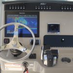 Boston Whaler 250 Outrage Helm