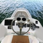 Boston Whaler 240 Dauntless Pro Cockpit