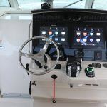 Boston Whaler 380 Outrage Helm