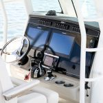 Boston Whaler 330 Outrage Helm