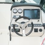 Boston Whaler 230 Vantage Helm