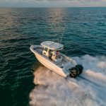 Boston Whaler 250 Outrage Running