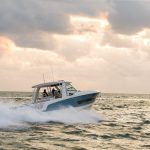 Boston Whaler 420 Outrage Running