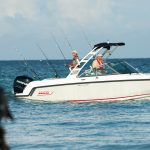 Boston Whaler 230 Vantage Fishing