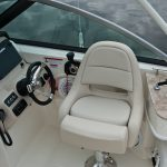 Boston Whaler 230 Vantage Helm Seating