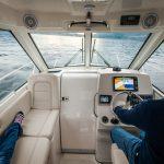 Boston Whaler 285 Conquest Pilothouse helm