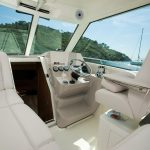 Boston Whaler 285 Conquest Helm