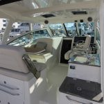 Boston Whaler 345 Conquest Helm