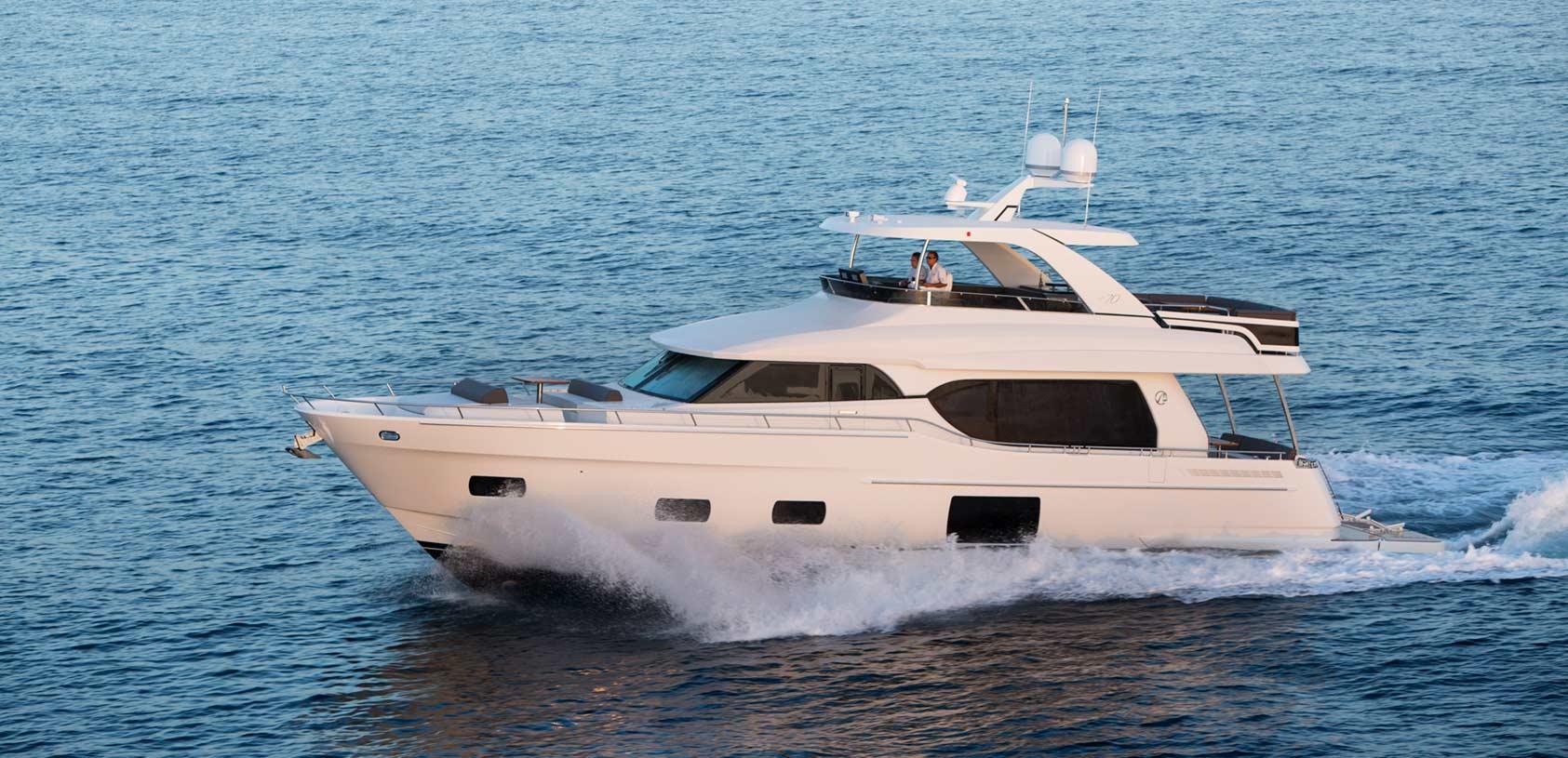Ocean Alexander 70 Motoryacht Running