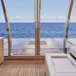 Ocean Alexander 90R Enclosed Sliding Door