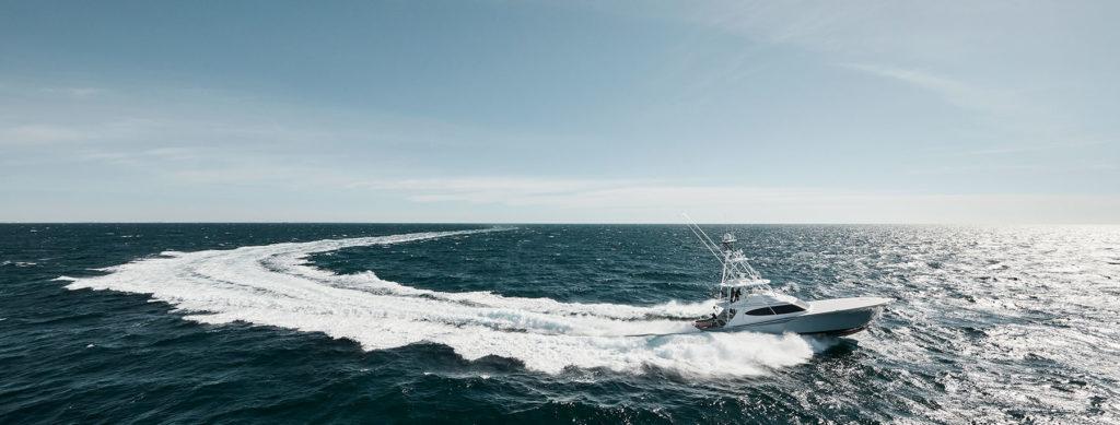 65 hatteras gt running offshore